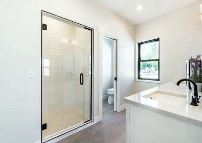 2846 Champa St Denver CO 80205-small-022-020-2nd Floor Master Bathroom-666x444-72dpi