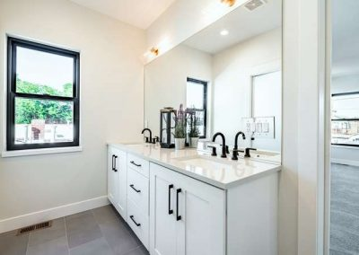 2846 Champa St Denver CO 80205-small-023-007-2nd Floor Master Bathroom-666x444-72dpi