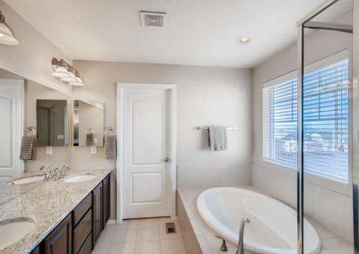 22969 E Saratoga Pl Aurora CO-small-024-088-2nd Floor Master Bathroom -666x444-72dpi