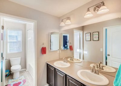 22969 E Saratoga Pl Aurora CO-small-030-064-2nd Floor Bathroom edit-666x444-72dpi